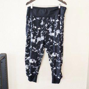 Zella Jogger Capri Pants White and Black Ruched XL